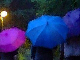 Regenschirm bei nächtlicher Beleuchtung